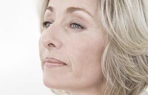 Tvár ženy stredného veku.